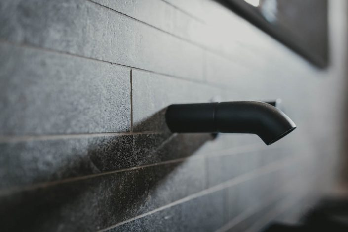 rubinetto a muro stile industriale ancona