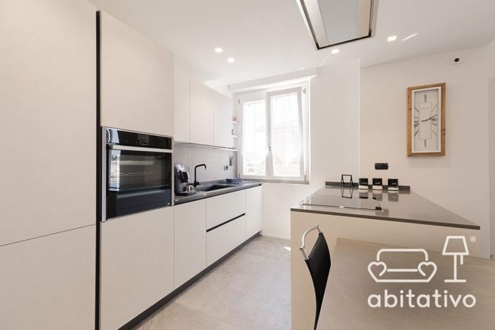 cucina moderna con isola ancona